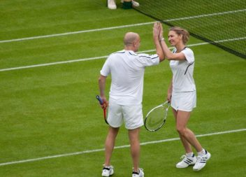 105056536_3906024_Steffi_Graf_and_Andre_Agassi_Wimbledon_2009_2_1_