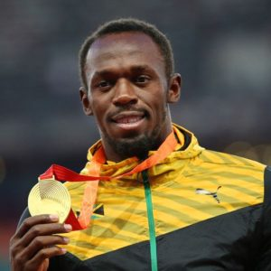 epa04901799 Jamaica's Usain Bolt poses with his gold medal on the podium after winning the men's 200m final during the Beijing 2015 IAAF World Championships at the National Stadium, also known as Bird's Nest, in Beijing, China, 28 August 2015.  EPA/HOW HWEE YOUNG